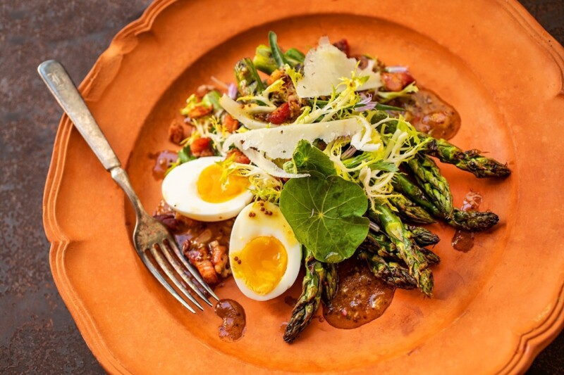 GRILLED ASPARAGUS SALAD WITH PANCETTA AND EGG